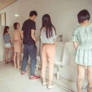 为什么保洁阿姨可以进男厕打扫?而保洁大爷很少进女厕?
