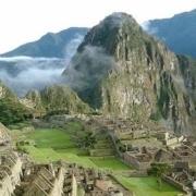 古时候山峰顶上的寺庙是怎么建的?几千米高,材料是怎么运上去的?