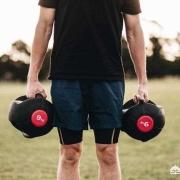 为什么现在好多人都去健身,有些人练得一身肌肉却抱不动百十斤的人?练的是啥?