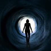 人在死去的一瞬间,从科学角度讲:他能知道自己死去了吗?在死去的一瞬间死者是否会害怕?