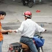 只因2元钱,广东一摩的司机把20岁乘客捅死,深层原因是什么?