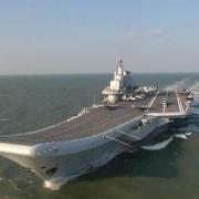 受到攻击时,辽宁舰最多能让多少架战机同时起飞作战?