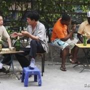 我看见很多非洲人,他们以什么身份生活在中国?