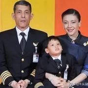 """泰国国王权力那么大,几乎是""""真正的皇帝"""",为什么美国不推翻其政权?"""