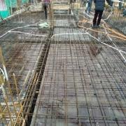 现浇楼板跨度4米,钢筋用的8mm,用脚蹬一下楼板明显震动,需要加固吗?你怎么看?