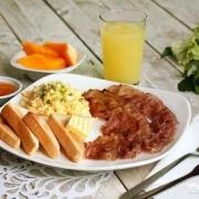 美国人民早起吃什么早饭?他们吃隔夜的剩饭剩菜吗?