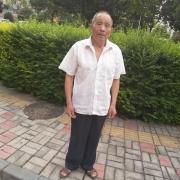 老爸今年才刚上60岁,经常问妹妹要钱买烟抽,我该怎么说他?