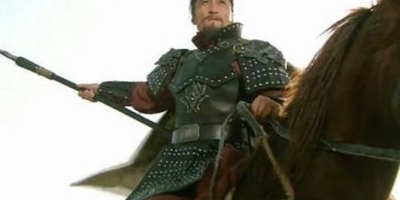 水浒传中为什么林冲总喜欢说自己是八十万禁军教头?