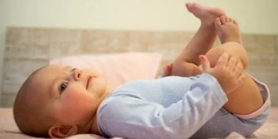 如何在宝宝前几个月给宝宝洗屁股的时候,不那么费纸费水?