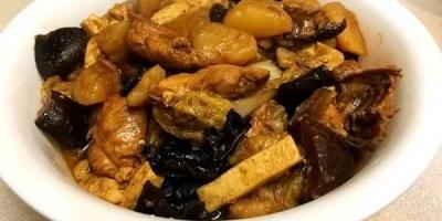 小鸡炖蘑菇配上一碗米饭真好吃,怎么做好这款菜?