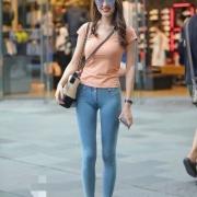 人手一条的牛仔裤怎样才能穿出高级感?