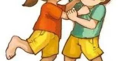两个小孩发生矛盾打架你怎么处理?