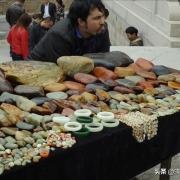 去新疆玩,路上好多人卖石头都是什么石头?