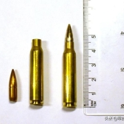 实战中,如果用错了子弹会发生什么事情?比如5.56的子弹装在使用7.62子弹的枪里面?