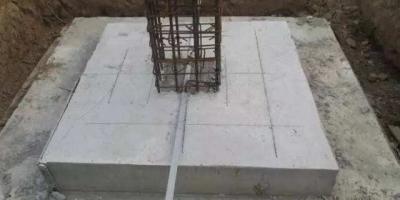 独立基础钢筋网两端是否要有弯钩?