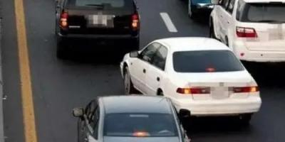 路上开车总是被侧面加塞,如果一脚油门撞过去, 谁的责任?