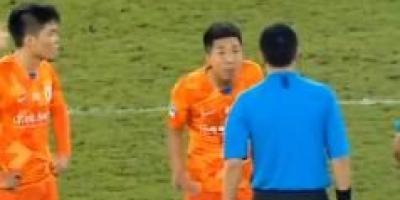 足协专家亲承费莱尼头球被吹是误判,鲁能会从中得到补偿吗?
