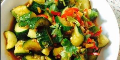 为什么饭店的拍黄瓜是真好吃,家里做的不咋好吃,为什么?