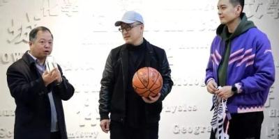 辽篮VS青岛,习惯坐在教练杨鸣旁边的李洪庆去哪儿了?