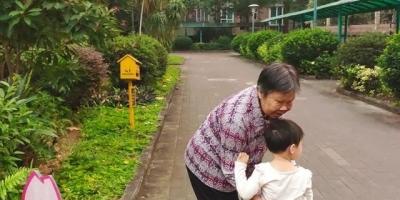 退休的爷爷奶奶异地带孙子还要为儿、媳做晚餐,是应该必须做的吗?