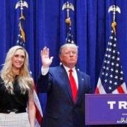 为什么美国总统发言时后面要站一排人?都是干什么的?