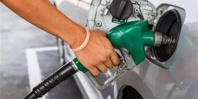 给车加油时别一次性把油加满,长期下去会导致动力不足是真的吗?为什么?