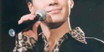 如果非要选择内地一位可以跟黎明比音乐成就的歌手,你认为会是谁?