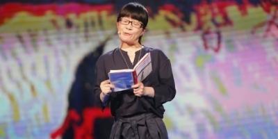 余秀华的诗水平如何?她属于真正意义上的诗人吗?