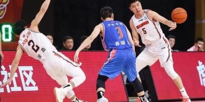 广东VS四川,比赛进行到一半,广东队的替补席为何只剩下胡明轩一人?