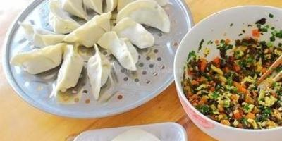 红萝卜、木耳、鸡蛋素菜饺子,怎么做?