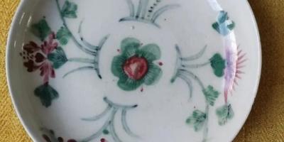 各位老师请帮忙看看这个瓷盘子的年代?谢谢?