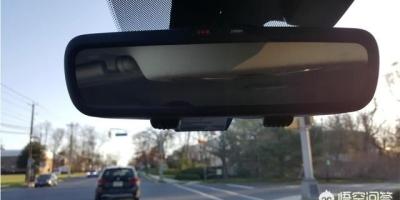 正常行驶时需要紧急制动,如果不踩离合,迅速把刹车踩到底会怎么样?