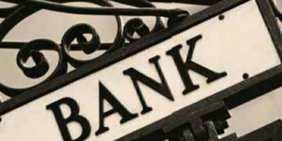 银行取钱时,为什么取钱者先在确认单上签字确认后再把钱给客户?