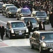 美国总统出行一次为什么需要那么多辆专车?