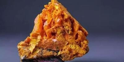 哪些看起来平凡无奇的石头,但是内含剧毒呢?