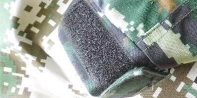 为什么军人穿军靴裤子不会掉出来呢?