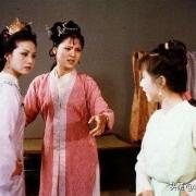 《红楼梦》里的赵姨娘,大家都那么讨厌她,为什么贾母还同意她儿子娶她呢?