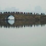 现今的武汉东湖与杭州西湖比较,哪个更值得去?