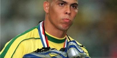 1998年的世界杯决赛上,在拥有巅峰罗纳尔多,且加上多打一人的情况下,为什么巴西队还是输掉了冠军?
