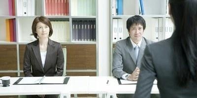 通知面试的时候,为什么都要问是离职还是在职?