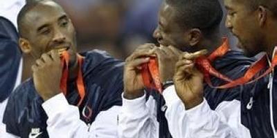 为什么有的运动员爱咬金牌?
