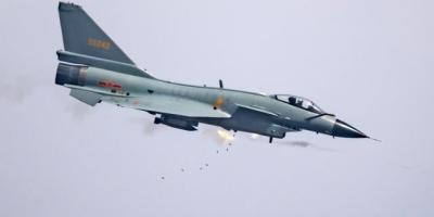 如果歼10和F16来一场狗斗谁会胜出?F16飞行员怎样认为?