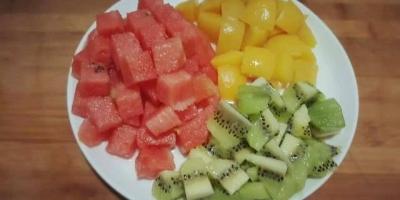 我想弄一个水果自助的店铺,意思就是把各种水果切好然后混到一起称斤来卖,能否可行?