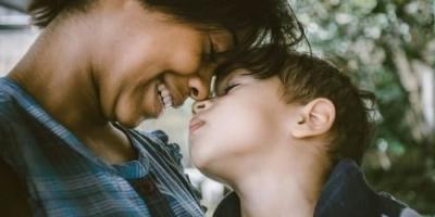 38岁单身妈妈带20岁儿子,儿子不同意再婚怎么办?