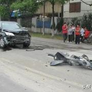 如果车辆正常行驶撞死了闯红灯的行人需要赔偿吗?在无责情况下保险会理赔吗?