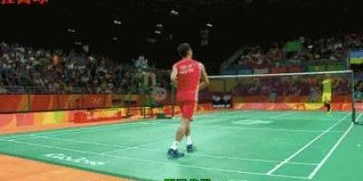 如何解决打羽毛球时球老是打在杆上或者拍边缘?