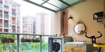 客厅阳台没有隔段,洗衣机放阳台怎么设计?
