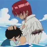 《海贼王》中为什么红发不说出他的手是被近海之王咬断的呢?