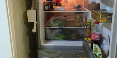 冰箱两侧很烫,这个正常吗?