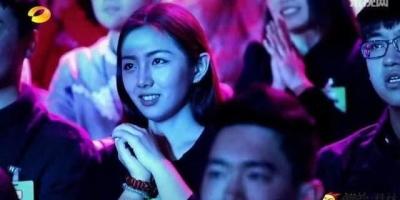 为什么电视综艺节目里观众席总有女神的镜头?